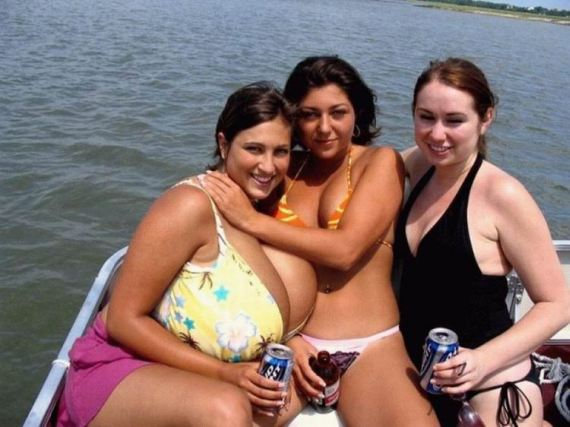 Girls with really big tits;) (25 pics)