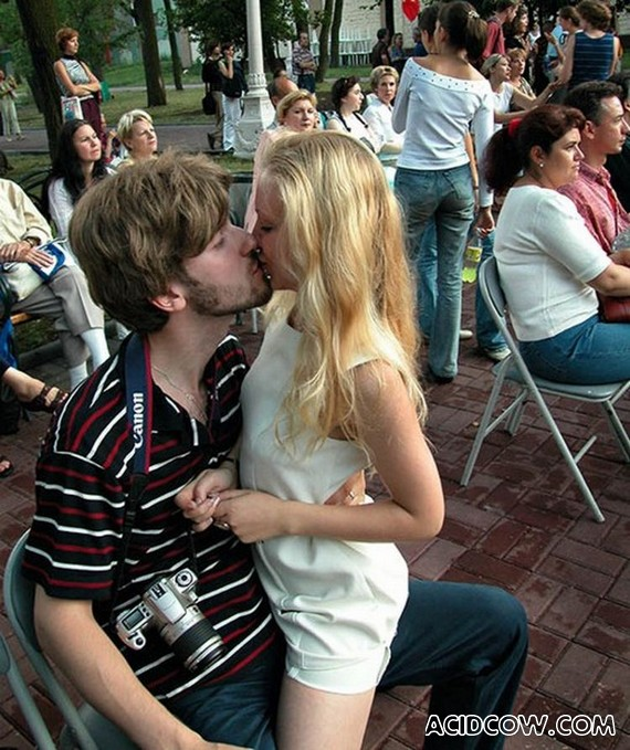 There is no Love Without Kisses (25 pics)