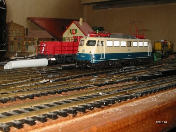 Scale Model Train and Model Railroad (54 pics)