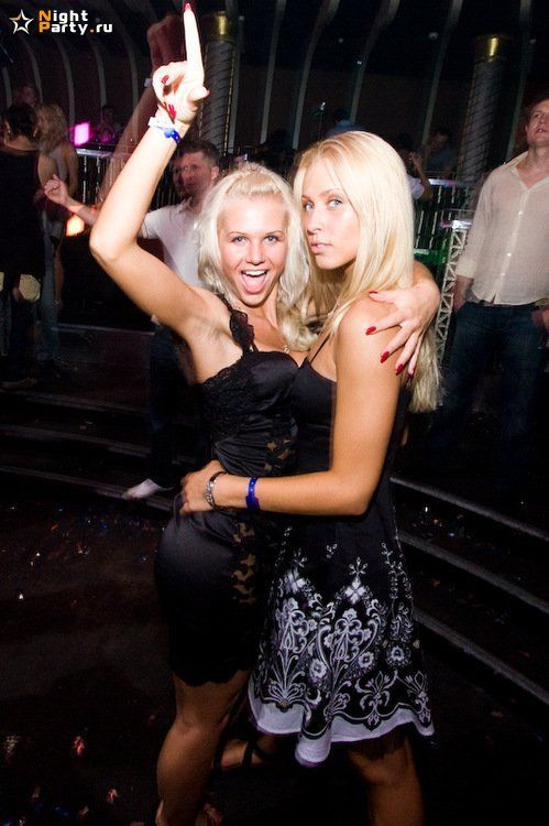 Party girls (60 pics)