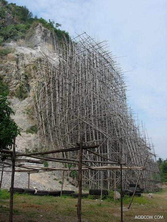 Bamboo Scaffolding in Asia (21 pics)