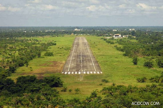 The Most Dangerous Landing Runways in the World (24 pics)