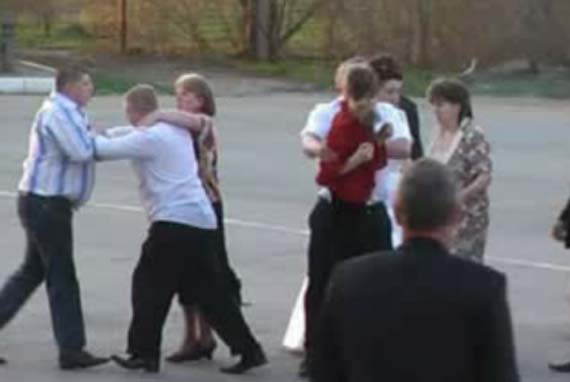Fight at a wedding (7.7 Mb)