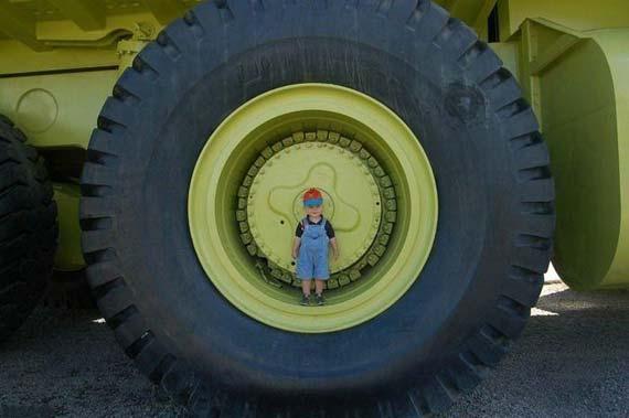 Giant Truck (11 pics)