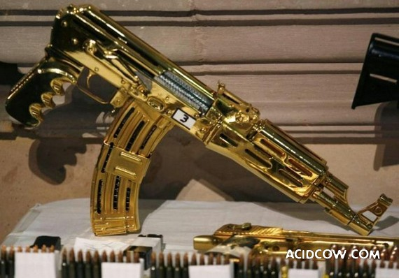 Gold Weapons of a Mexican Drug Lord (3 photos)