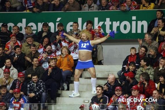 Funny Cheerleader (2 pics)