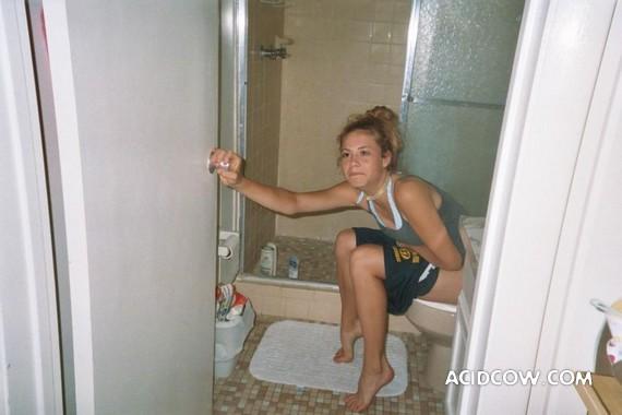 писают в бане фото