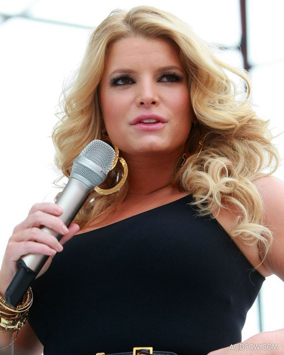 Jessica Simpson Gained Some Weight (10 pics)
