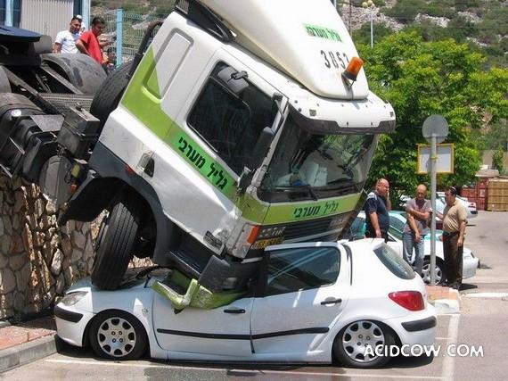 Unusual crash (3 pics)