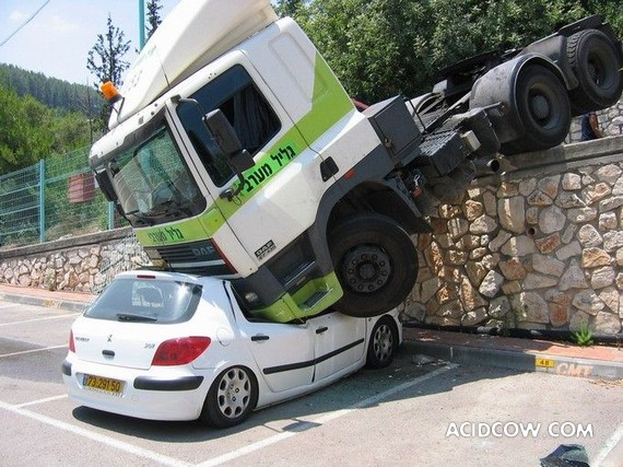 Unusual crash (3 pics)