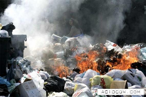 Garbage in Naples (6 photos)