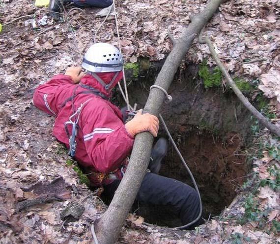 Hole near Kharkov (9 pics)