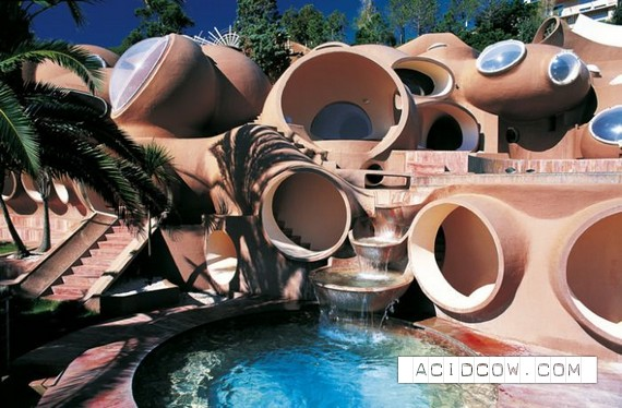 Pierre Cardin's Bubble House (8 pics)