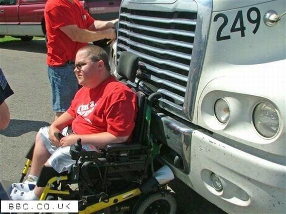 Wheelchair user taken on wild 50-mph ride (4 pics)