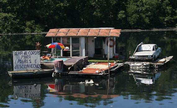 The floating home for the poor people) (6 pics)