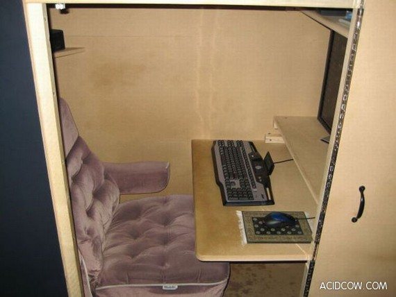 How to Hide Your Workplace (10 pics)