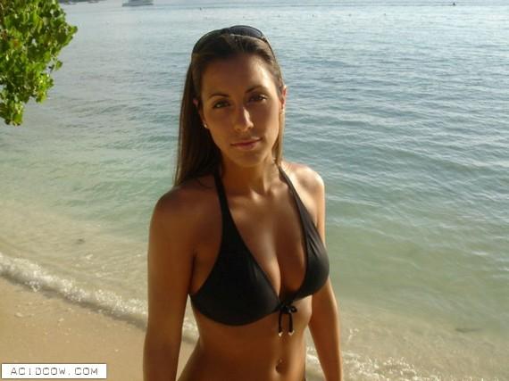 Bikini Girls (21 pics)