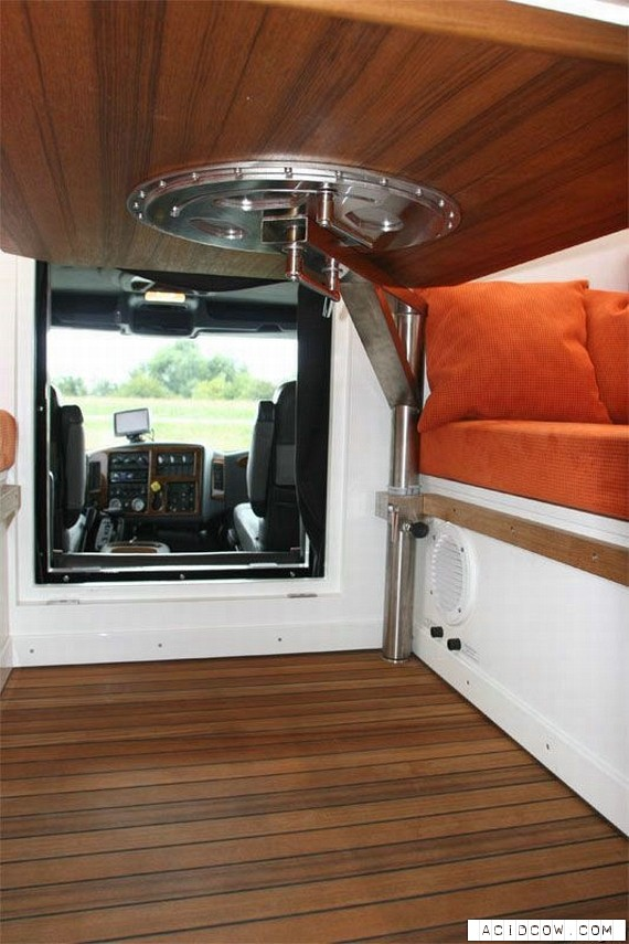 A Treveler Dream - The Unicat Home On Wheels