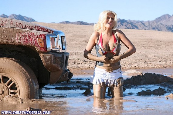 Car Stuck Girls (56 pics)