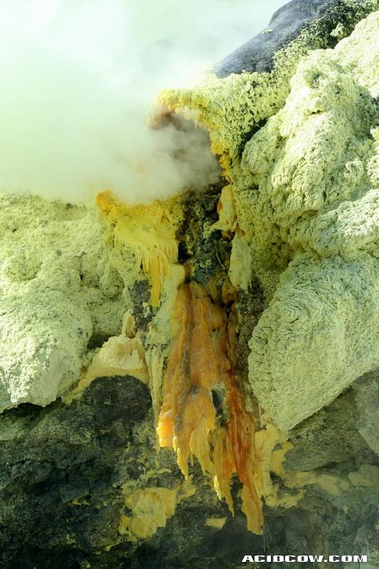 Volcanic Lava Tubes (17 pics)