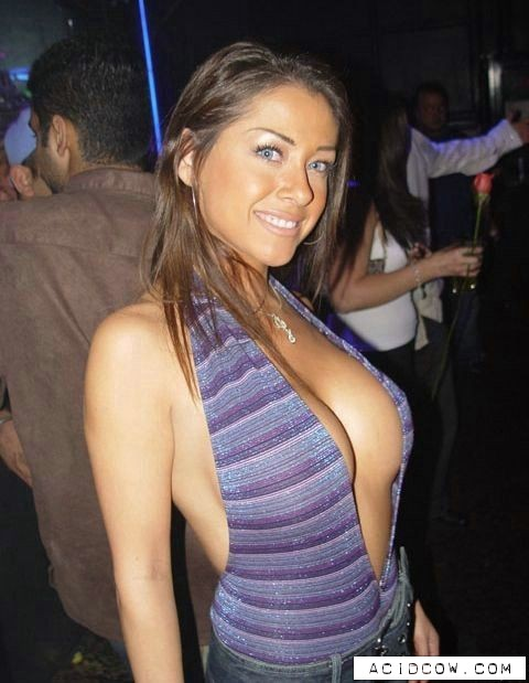 The Best Cleavages Ever (94 pics)