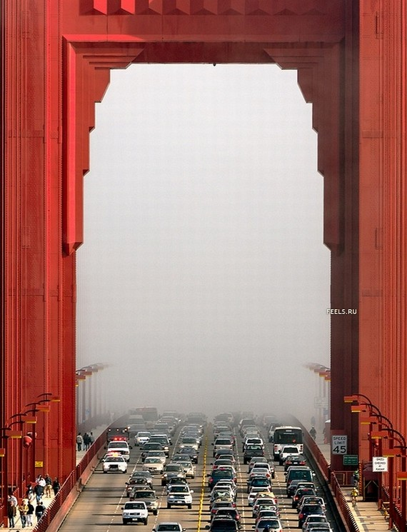 Golden Gate Bridge in Fog (7 pics)