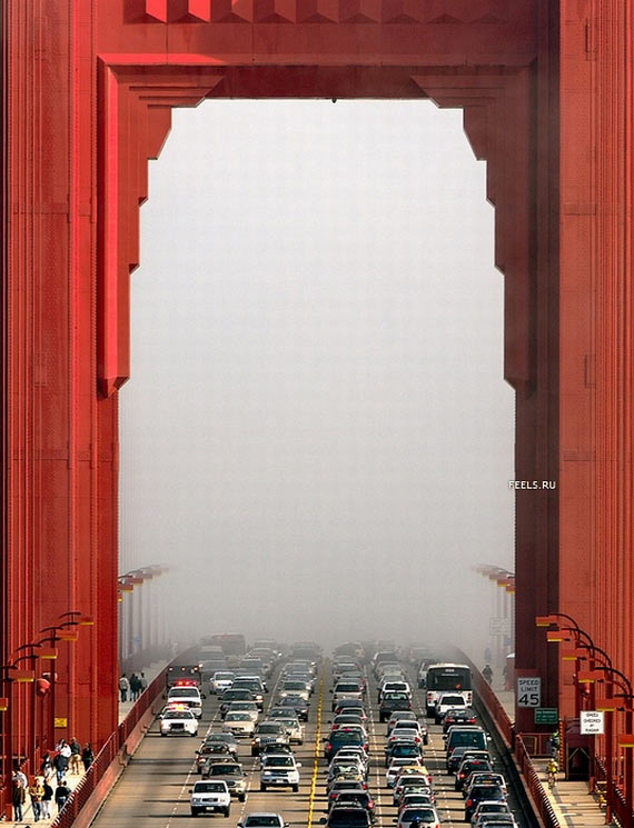 Golden Gate Bridge in Fog (7 pics)