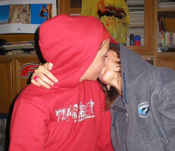 Kissing Girls (32 pics)