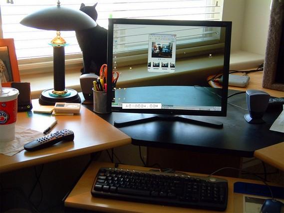 Transparent monitor setting ))) (21 pics)