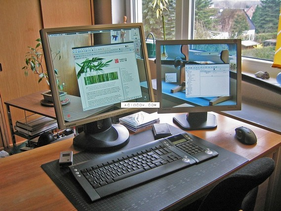 Transparent monitor setting ))) (21 pics)