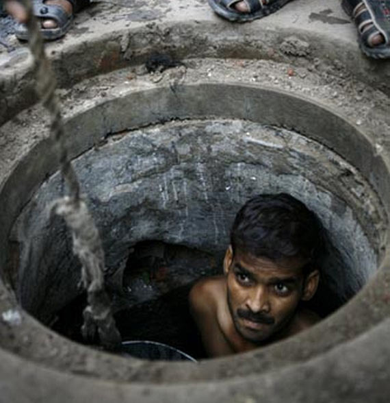 Gutter Cleaners in India (6 pics)