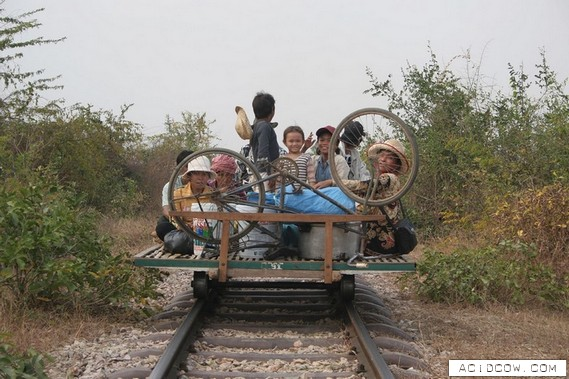 The Only Train in Cambodia (14 pics)