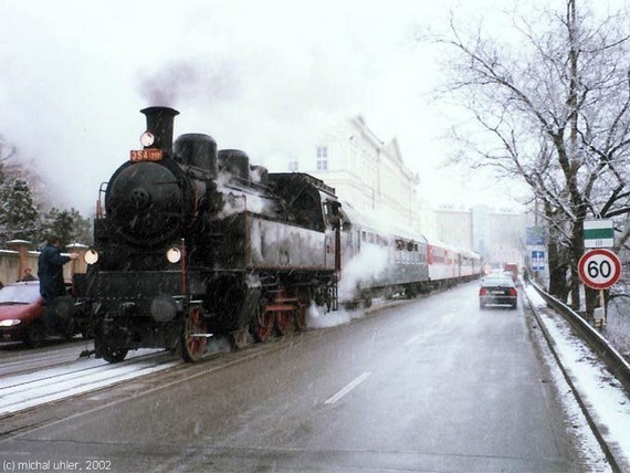 Old Trains Are Moving to the Cities (9 pics)