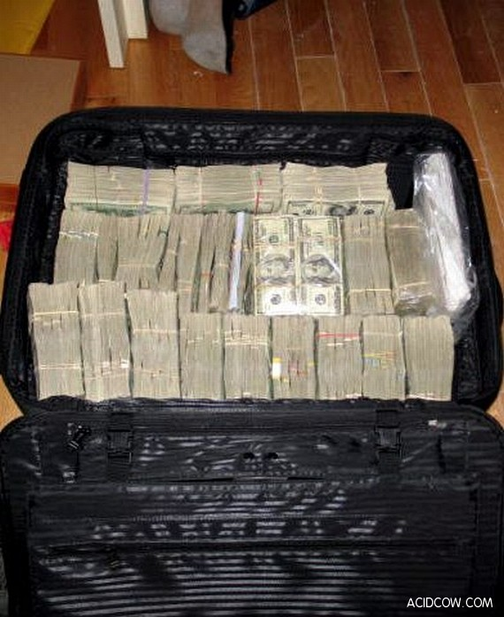 Confiscated Money of Mexican Drug Lords (10 pics)