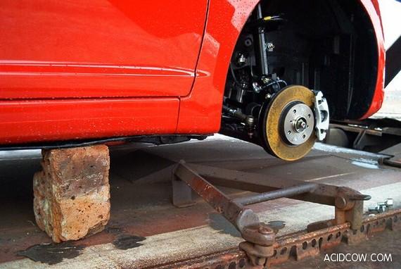 Somebody Has Stolen The Wheels? (4 pics)