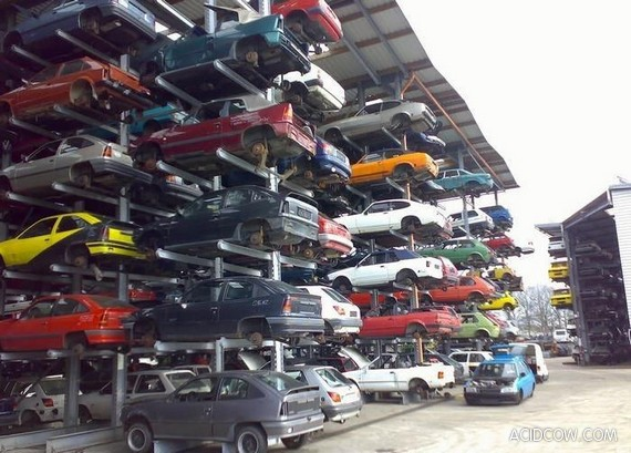 The Most Organized Car Junkyard in the World (4 pics)