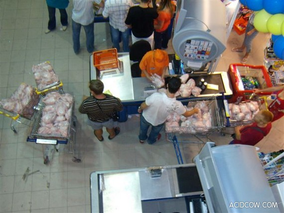 Chicken Sale in Ukrainian Supermarket (13 pics)