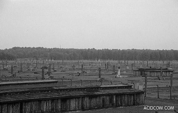 Auschwitz Concentration Camp (35 Pics)
