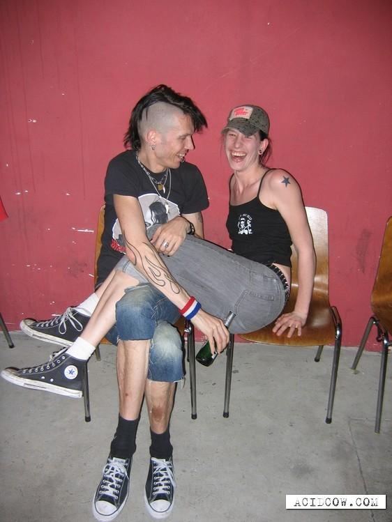 Punks not dead! (4 pics)