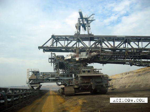 Biggest dredge in the world (6 pics)
