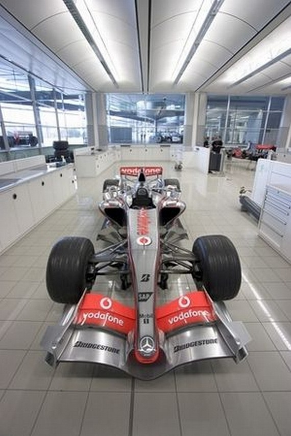McLaren factory - a relic of speed (27 pics)