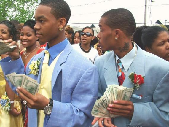 School-leaving party in a ghetto (12 pics)