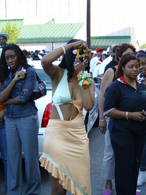 School-leaving party in a ghetto (12 pics)