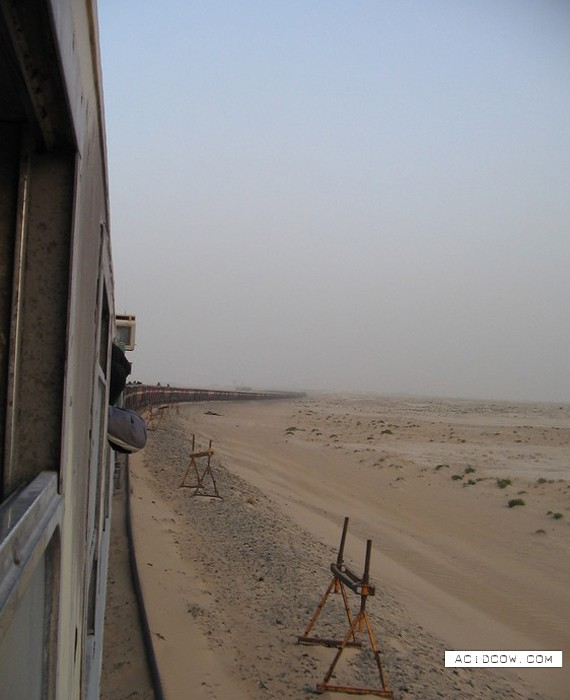 Unusual train (4 pics)