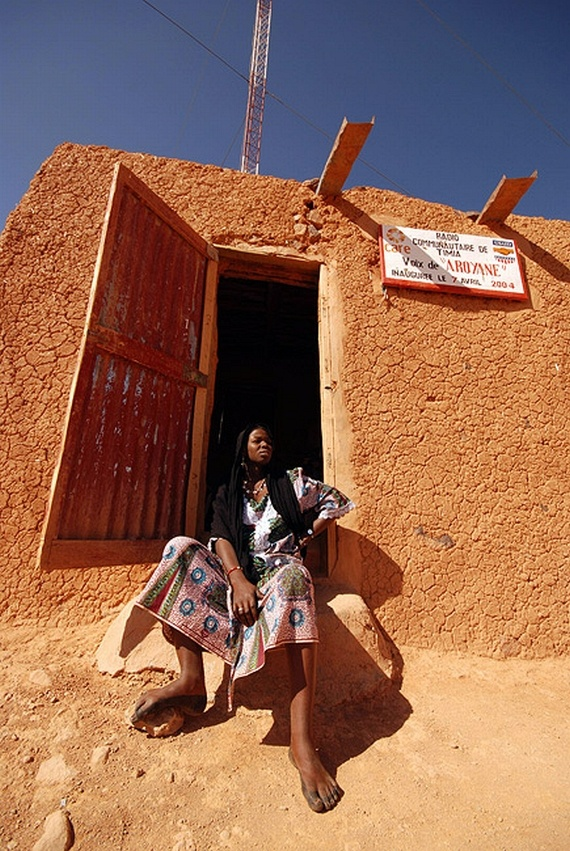 African radio station (8 pics)