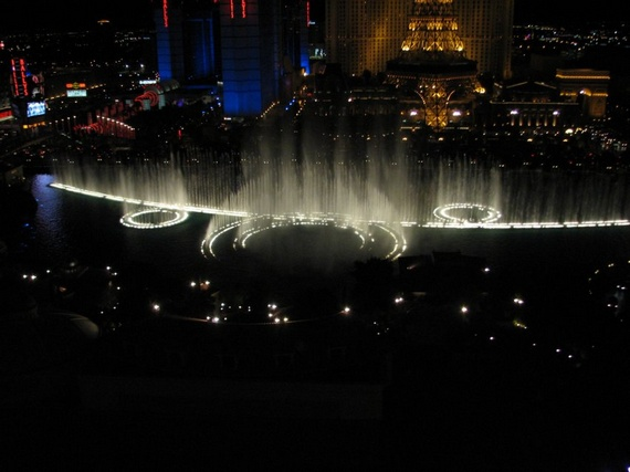 "Very Beautiful Fountain at Hotel ""Bellagio"" (34 pics)"