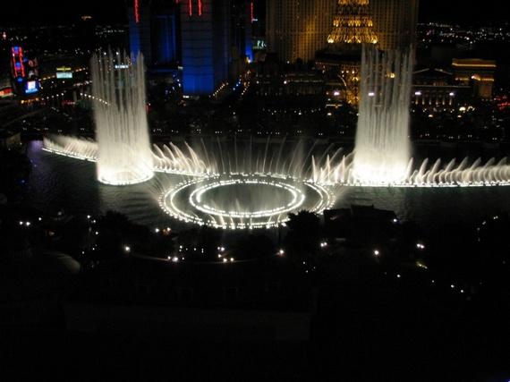 "Very Beautiful Fountain at Hotel ""Bellagio"" (34 pics)"