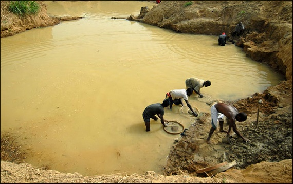 Extraction of diamonds in Africa (12 pics)