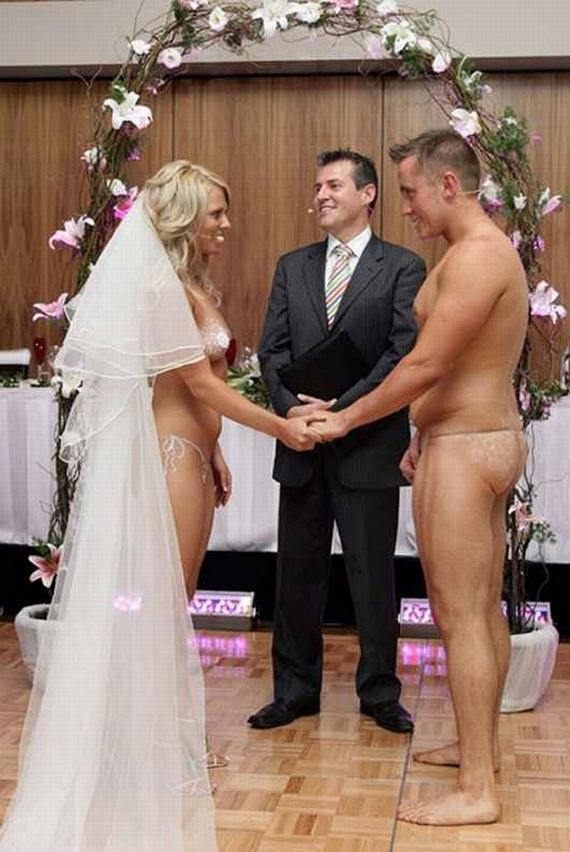 Unusual Wedding (7 pics)