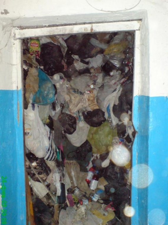One of the Dirtiest Apartments (5 pics)
